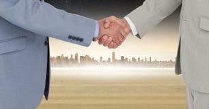 Image composée de Digital des hommes d'affaires se serrant la main Photo libre de droits