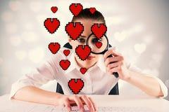 Image composée de femme d'affaires dactylographiant et regardant par la loupe Photographie stock libre de droits