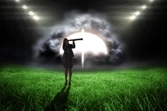 Image composée de femme d'affaires regardant par un télescope Image libre de droits