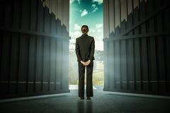 Image composée de femme d'affaires se tenant avec des mains derrière 3d arrière Images libres de droits