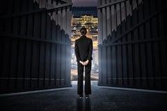 Image composée de femme d'affaires se tenant avec des mains derrière 3d arrière Photos stock