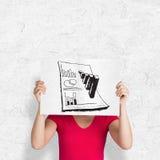 Image composée de femme dans le T-shirt rose montrant la carte Image stock