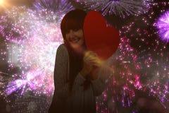 Image composée de femme de sourire de hippie avec un grand coeur rouge Photographie stock