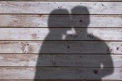Image composée de femme embrassant l'homme sur la joue Photographie stock