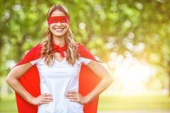 Image composée de femme feignant pour être super héros illustration de vecteur
