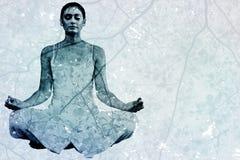 Image composée de femme paisible dans la séance blanche dans la pose de lotus photos libres de droits