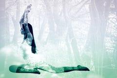 Image composée de femme sportive avec des frais généraux jointifs de mains à un studio de forme physique Photo libre de droits