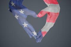 Image composée de fin des mains formant le coeur Photos libres de droits