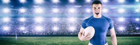 Image composée de hurler le joueur de rugby tenant la boule de rugby images libres de droits