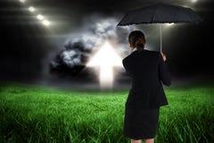 Image composée de jeune femme d'affaires tenant le parapluie Photographie stock