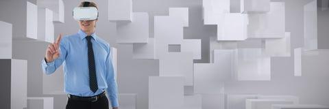 Image composée de jeune homme d'affaires faisant des gestes utilisant l'ordinateur portable photos stock