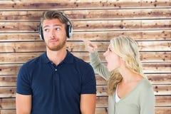 Image composée de jeunes couples ayant un argument photos libres de droits
