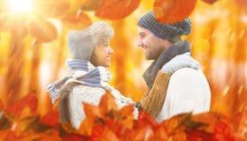 Image composée de jeunes couples d'hiver Image libre de droits