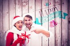 Image composée de jeunes couples de fête tenant le cadeau Photo libre de droits