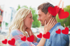Image composée de jeunes couples de hanche souriant à l'un l'autre Image libre de droits
