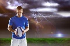 Image composée de joueur de rugby tenant la boule Images stock