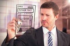 Image composée de l'écriture sérieuse d'homme d'affaires avec le marqueur Photo stock
