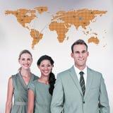 Image composée de l'équipe heureuse d'affaires souriant à l'appareil-photo image libre de droits