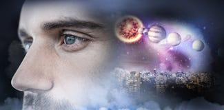 Image composée de l'homme avec des yeux bleus regardant loin Image stock