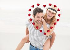 Image composée de l'homme donnant sur le dos à la femme contre des coeurs à l'arrière-plan Photographie stock