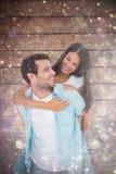 Image composée de l'homme occasionnel heureux donnant le joli ferroutage d'amie Photographie stock libre de droits