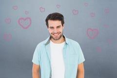 Image composée de l'homme occasionnel heureux souriant à l'appareil-photo Photo stock