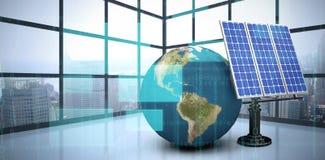 Image composée de l'image 3d du globe avec l'équipement solaire Photographie stock