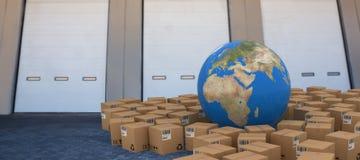 Image composée de l'image 3d du globe parmi des boîtes en carton Photographie stock
