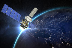 Image composée de l'image 3d du satellite moderne d'énergie solaire Photos stock