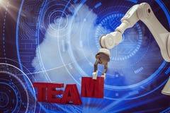Image composée de l'image du bras robotique s'chargeant du texte 3d d'équipe Photos libres de droits