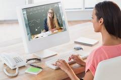 Image composée de la femme d'affaires à l'aide de l'ordinateur au bureau dans le bureau créatif Images libres de droits