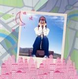 Image composée de la femme de sourire de hippie s'asseyant sur la valise Photo stock