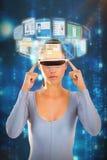 Image composée de la femme employant les verres visuels virtuels 3d Photographie stock libre de droits