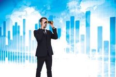 Image composée de la position élégante d'homme d'affaires et des jumelles d'utilisation Photo stock