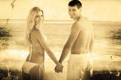 Image composée de la vue arrière des couples tenant le regard de mains Images stock