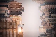 Image composée de la vue de côté de la femme d'affaires regardant par des jumelles Photo libre de droits