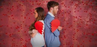 Image composée de la vue de côté de jeunes couples tenant le coeur brisé Images libres de droits