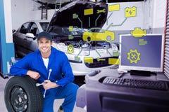 Image composée de mécanicien se penchant sur le pneu tout en tenant des clés de roue Photographie stock