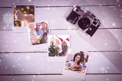 Image composée de père heureux aidant son fils à mettre un ange sur l'arbre de Noël Photos stock