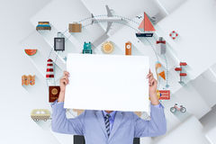 Image composée de portrait d'un homme d'affaires cachant son visage derrière un panneau vide Photos stock