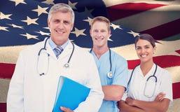 Image composée de portrait de fichier de recopie de docteur avec des collègues photo libre de droits