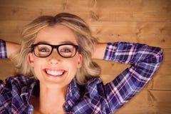 Image composée de portrait du mensonge blond de sourire magnifique de hippie photo stock