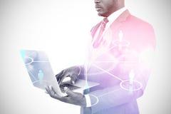 Image composée de section médiane d'homme d'affaires utilisant l'ordinateur portable 3d Photos libres de droits