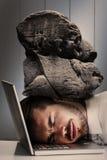 Image composée de tête de repos d'homme d'affaires gai sur son ordinateur portable Image libre de droits