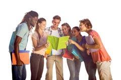Image composée des étudiants heureux dehors sur le campus Photographie stock libre de droits
