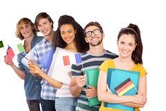 Image composée des étudiants universitaires tenant des drapeaux Photo stock