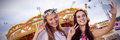 Image composée des amis de sourire prenant un selfie Photos libres de droits