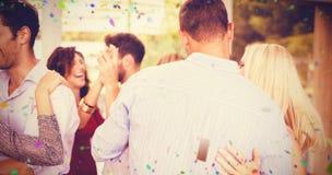 Image composée des amis heureux dansant ensemble Photo libre de droits