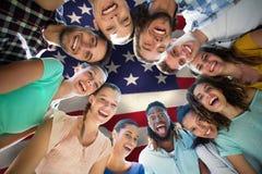 Image composée des amis heureux en parc Images libres de droits