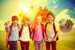 Image composée des amis heureux souriant à l'appareil-photo Photos libres de droits